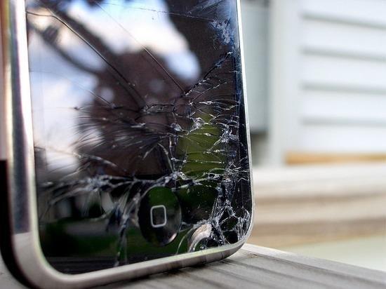 сломанный айфон