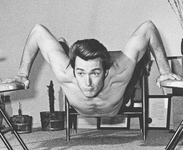 Зарядка на ходу: упражнения, которые можно выполнить за пять минут