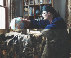 Музей призвал людей на карантине воссоздавать картины из предметов домашнего обихода