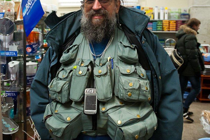Вассерман и его жилетка с карманами, фото