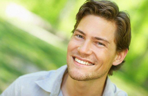 улыбающийся парень